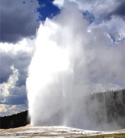 le geyser au parc du yellowtone (usa) s'appelle le 'old faithful'.