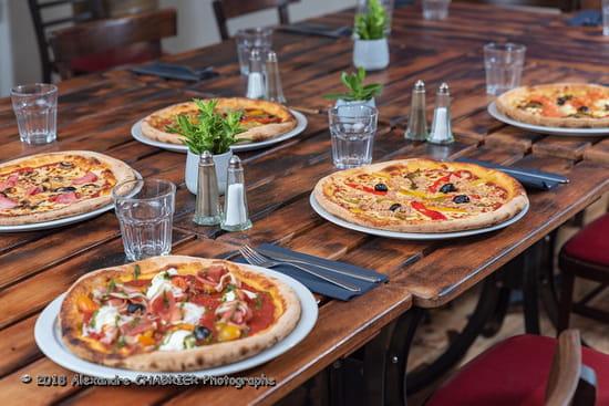 Plat : A La Maison  - Quelques unes de nos pizzas -   © Non