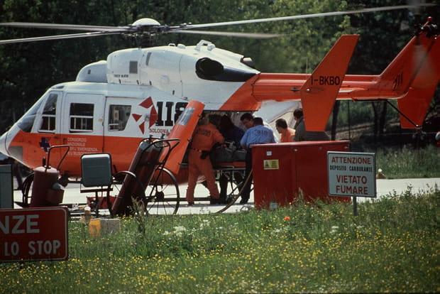 Dimanche 1er mai, 14h40: Senna est évacué enhélicoptère