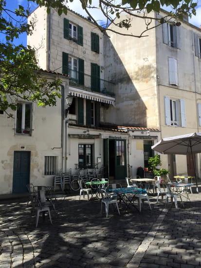 Restaurant : La Solette  - façade et terrasse -   © la solette