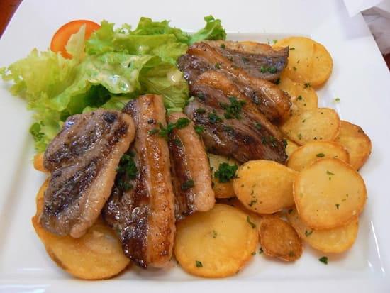 Bar-restaurant-Traiteur Les Pieds dans l'Plat  - le magret du quercy aux pieds dans l'plat -   © bourges joelle