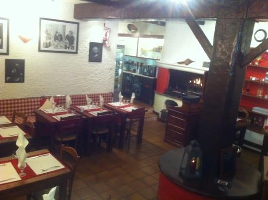 Restaurant du Théatre  - la salle et la cheminée -   © pierre