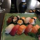 Plat : Sushi Wa Fu  - Sushis excellents et tout particulièrement les sasimis, accueil et décoration simples.Très bon vin blanc également ! Cher, mais qui dit japonais... -