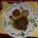 L'Auberge  - cuisse de canard confite et son confit d'echalotes -   © arnaud abitbol
