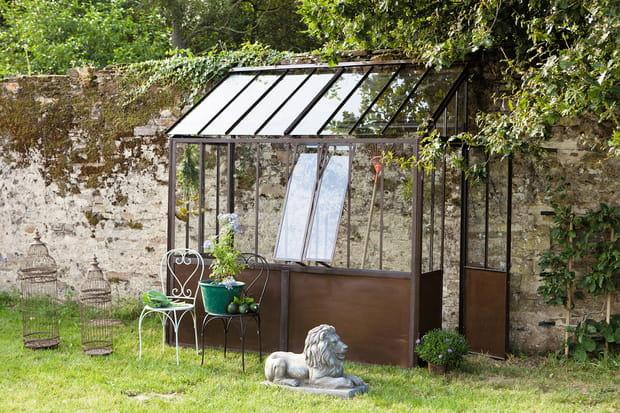 Un abri de jardin verrière