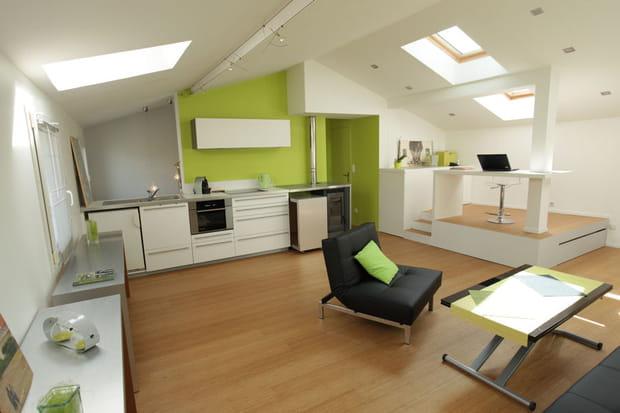 un studio sous les toits. Black Bedroom Furniture Sets. Home Design Ideas