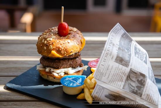 Plat : Le Jardin des Sablons  - Double Hamburger «Les Sablons» -   © Les Sablons