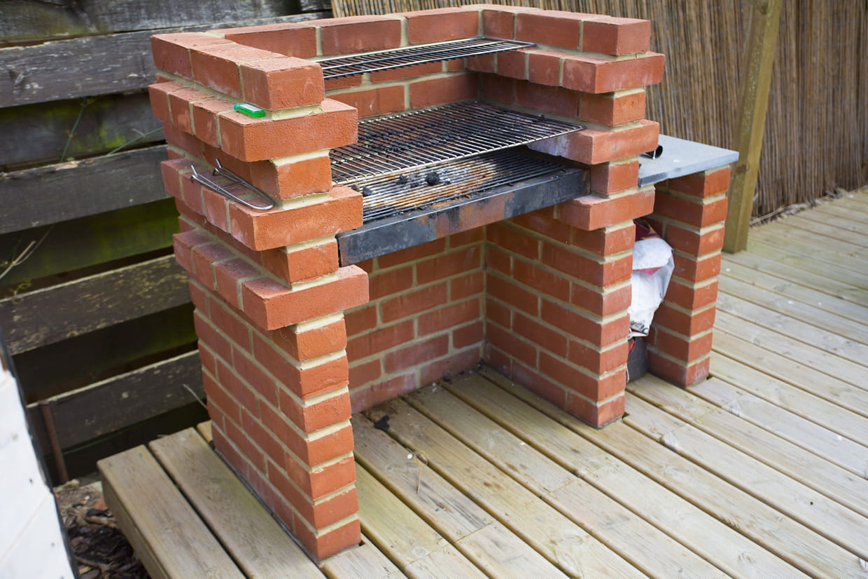 Construire Un Foyer Extérieur construire un barbecue en brique