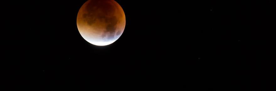 Eclipse lunaire pénombrale et comète: comment et quand les observer?
