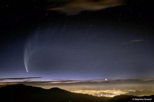 Une comète au-dessus de Santiago du Chili