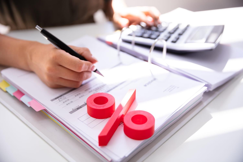 Pourquoi mon taux d'imposition change tous les mois?