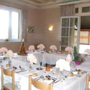 Restaurant les Messageries  - salle myrtille repas de famille -   © muriel barré