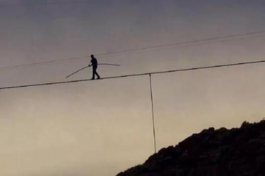 Nick Wallenda: les images du funambule surleGrand Canyon