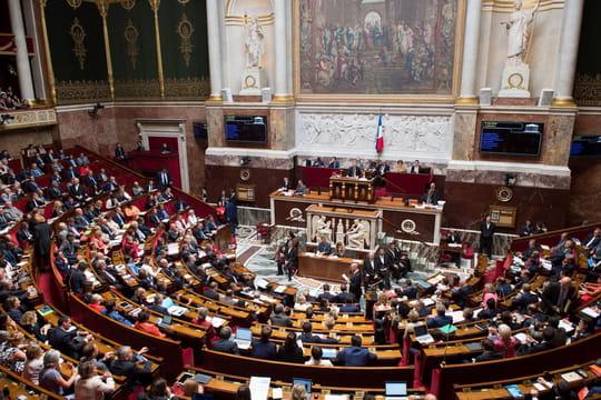 Service national universel: inscrit dans la Constitution, Macron ne peut plus reculer