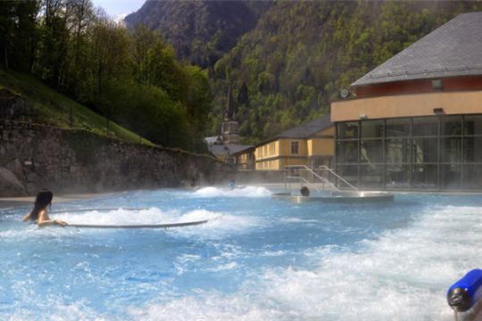 Les bains du rocher dans la forêt des Pyrénées