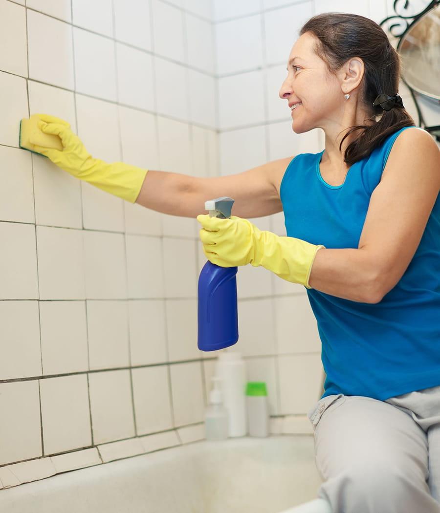 Nettoyer le carrelage de la salle de bains - Astuce pour nettoyer les joints de salle de bain ...