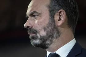 """Edouard Philippe: des taches blanches dans la barbe? """"Peut-être une marque de fatigue"""""""