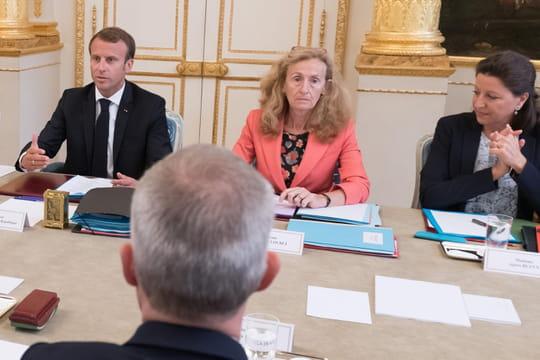 Remaniement: un nouveau gouvernement et un mea culpa de Macron