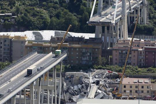 Pont de Gênes: de nouvelles images de l'effondrement