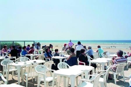 Brasserie l'Océan  - Une terrasse, ouverte sur la mer, pouvant accueillir plus de 300 personnes. -