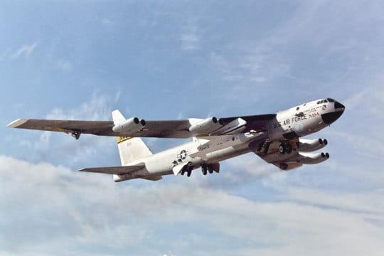 B-52 et X-43A en 2004