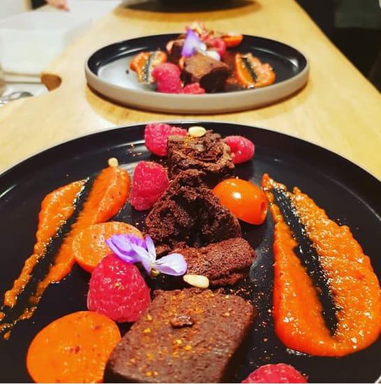 Dessert : Racine Café  - dessert poivrons, eclats brownies, framboises, piment espelette -   © Racine café