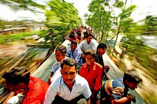 Voyage extrême sur les toits des trains