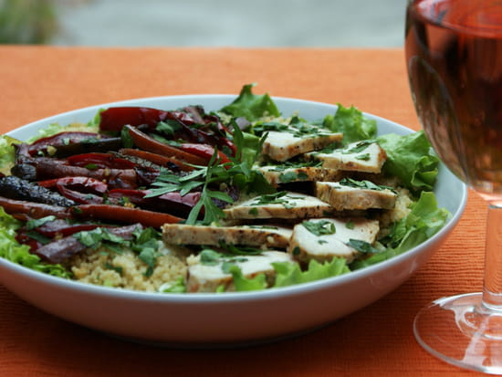 Plat : Au fil de saisons  - Salade de poulet aux légumes façon wok -   © Zdebski