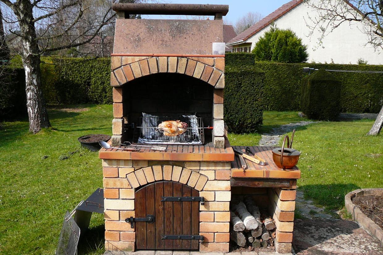 Un barbecue en briques réfractaires