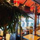 Restaurant : SOFA Café  - Vue sur la terrasse -   © sofacafeparis9