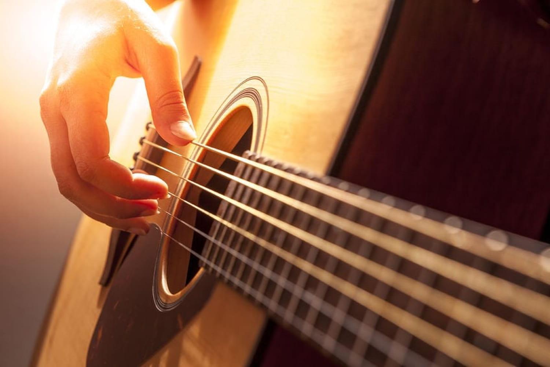 Jouer des accords à la guitare