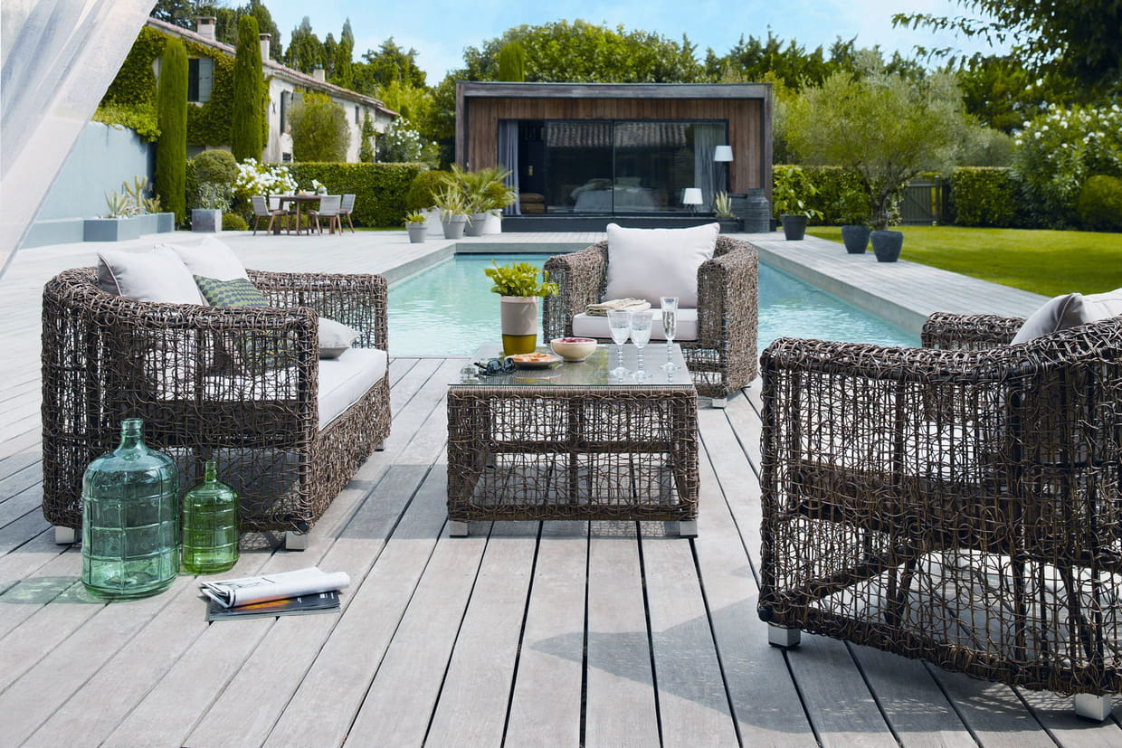 un salon de jardin douillet pour la terrasse. Black Bedroom Furniture Sets. Home Design Ideas