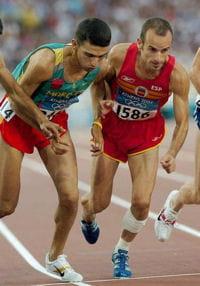 hicham el guerrouj (à gauche) lors des jeux olympiques d'athènes en 2004.