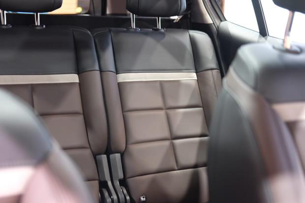 A l'arrière, les mêmes sièges qu'à l'avant
