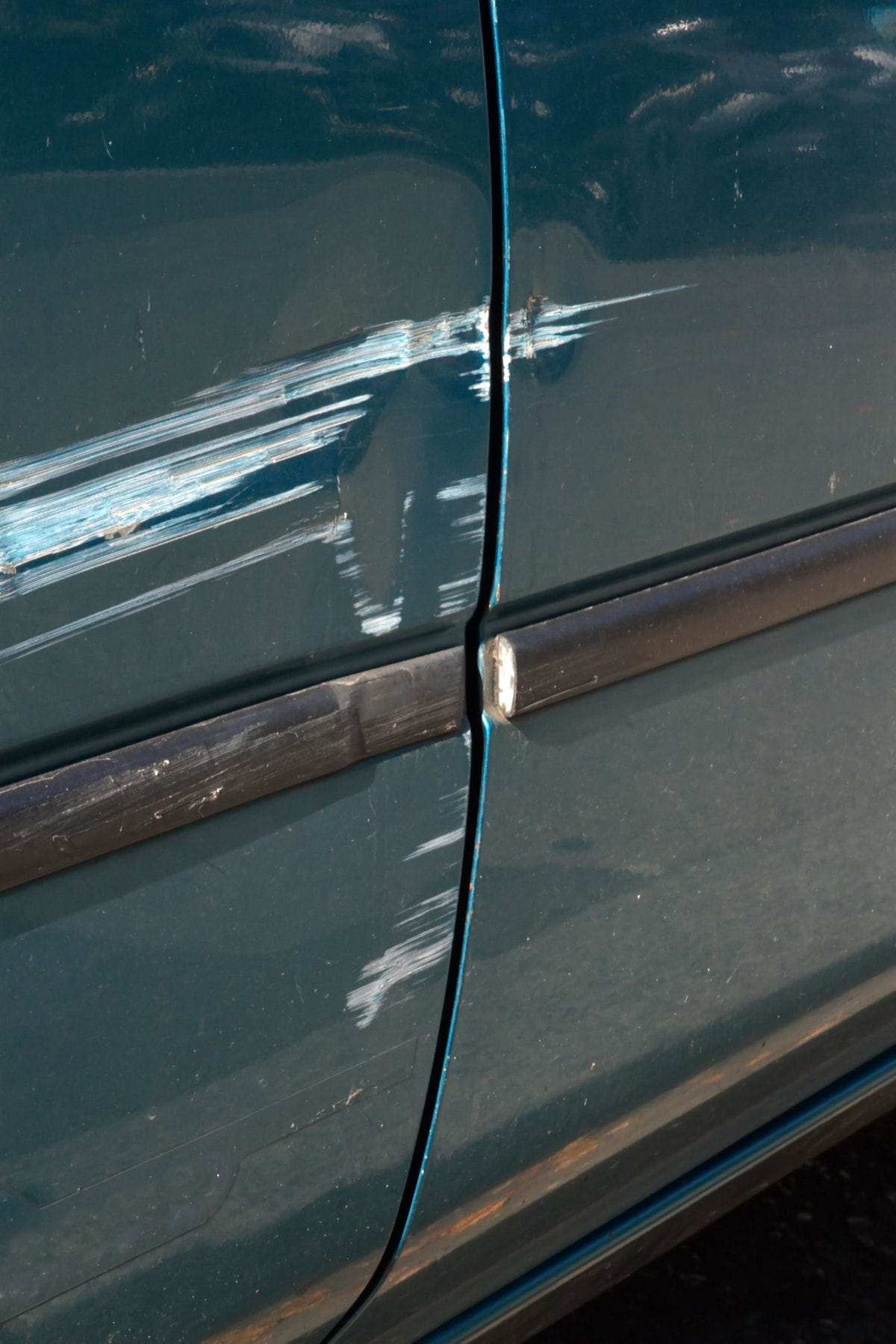Comment enlever tache de peinture sur carrosserie - Enlever trace de scotch ...