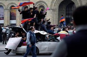 Arménie: 30.000manifestants à Erevan, plus de 200interpellations