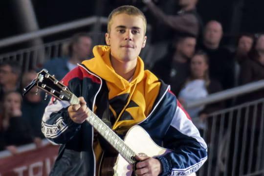 """Justin Bieber: accusé de """"dégrader les femmes"""", ce qu'il lui est reproché"""
