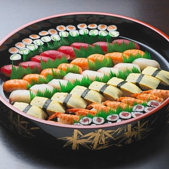 Tai Shogun  - Grand assortiment de sushis / makis -   © Tai Shogun