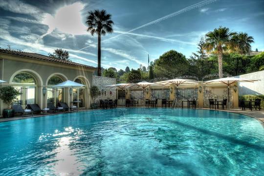 Mas candille une piscine turquoise dans le sud de la france for Piscine sud les dauphins grenoble