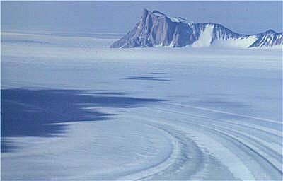 une étendue de glace à perte de vue.
