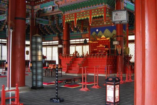 Le trône coréen du palais Gyeongbokgung