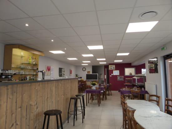 Restaurant : Auberge du Bourg  - Le Bar -   © auberge amions