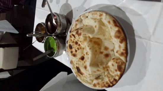 Plat : Restaurant Indien Suraj 15  - Cheese nan et ses sauces -