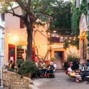 Restaurant : L'Épicerie du Cloître  - La terrasse, pour dîner. -   © L'épicerie du Cloître
