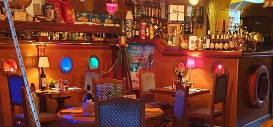 Restaurant : La Riviera  - ''salle des hublots'' -   © la riviera