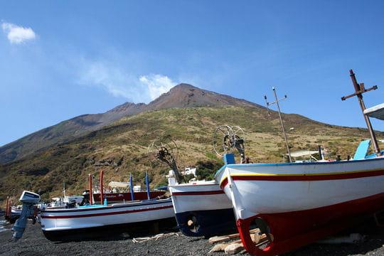 Un volcan actif et visible de loin