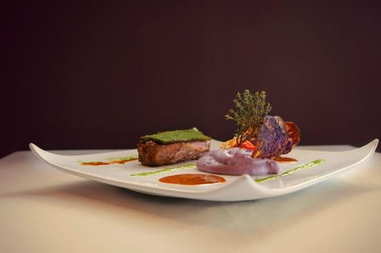 Le Grand Arbre  - filet de boeuf en croute de persillade, aligot de pommes de terre vitelotte -