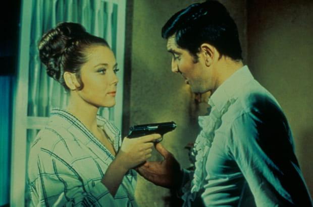 """Diana Rigg et George Lazenby dans """"Au Service de Sa Majesté"""""""