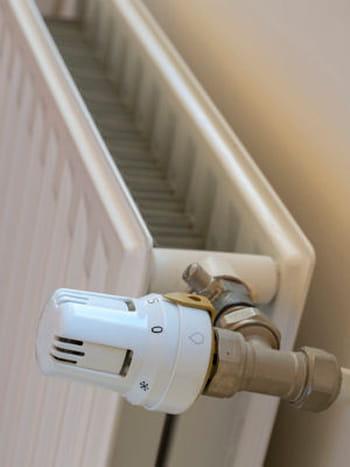 placer un panneau r fl chissant derri re les radiateurs. Black Bedroom Furniture Sets. Home Design Ideas