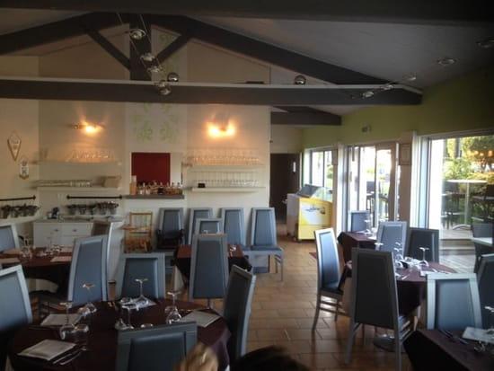 Restaurant : Le Why Note  - Salle intérieure, qui donne sur la terrasse, donnant sur le port de plaisance.  -